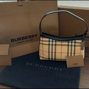 Burberry Shoulder Clutch!! Nice Condition!! 🤗